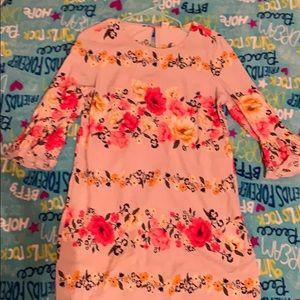 Dress with flowey sleeves